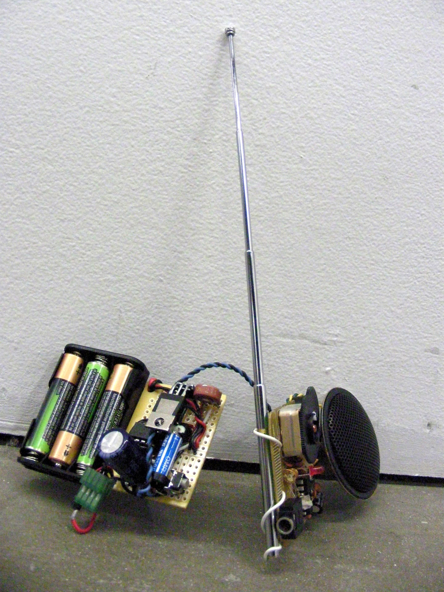 Have robot dog, will travel – FM radio and timer module _0114_1920px