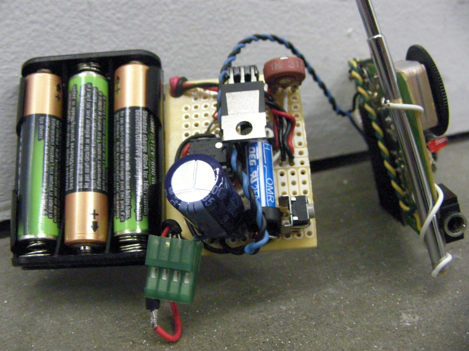 Have robot dog, will travel – FM radio and timer module _0116_1920px