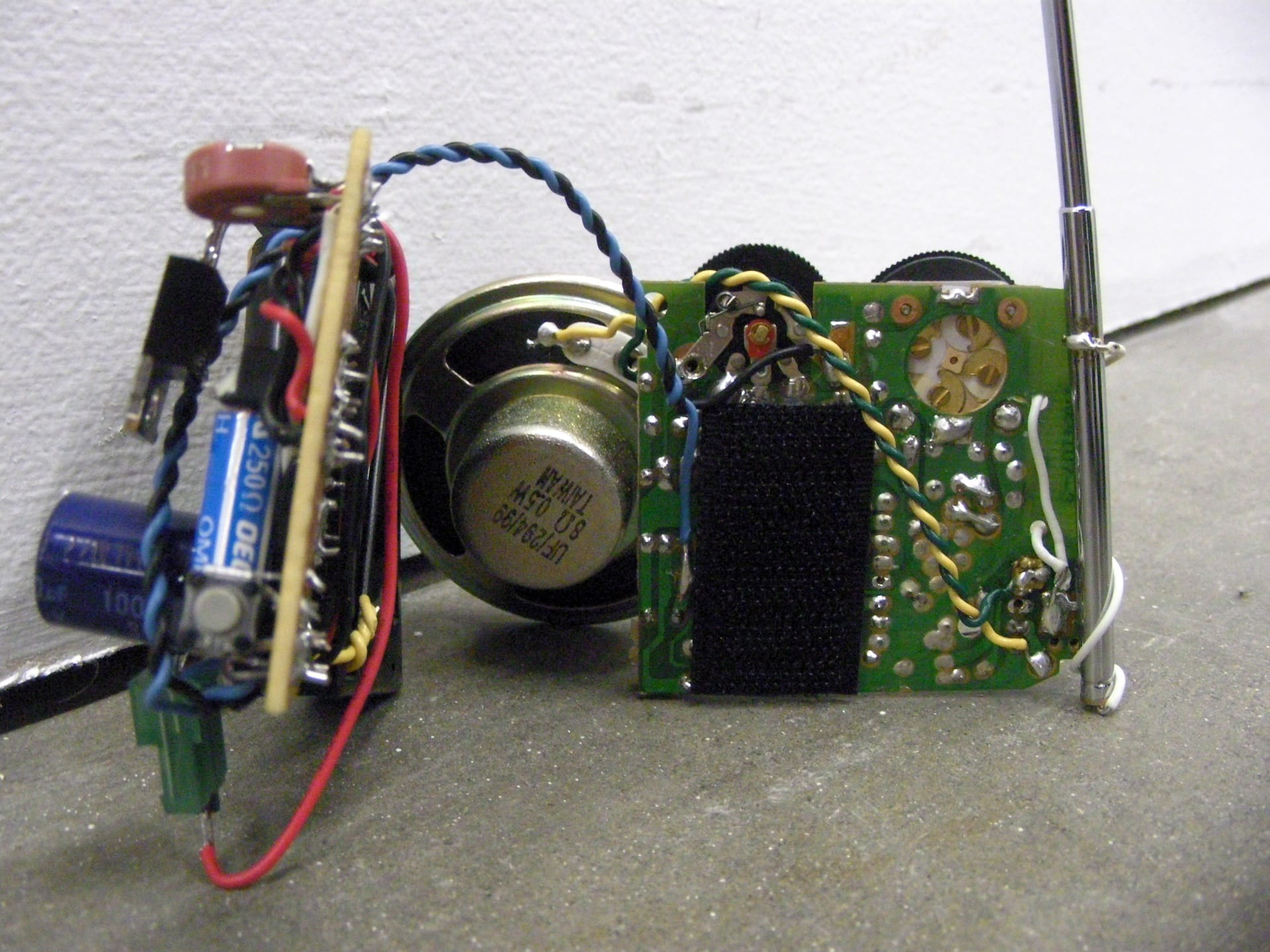 Have robot dog, will travel – FM radio and timer module _0121_1920px