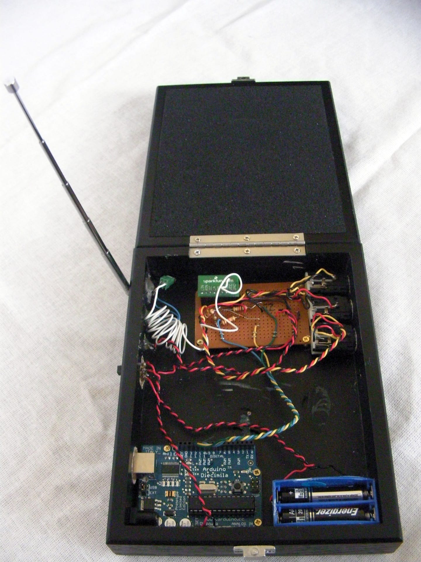 Have robot dog, will travel – FM transmitter v1 box _185_1920px